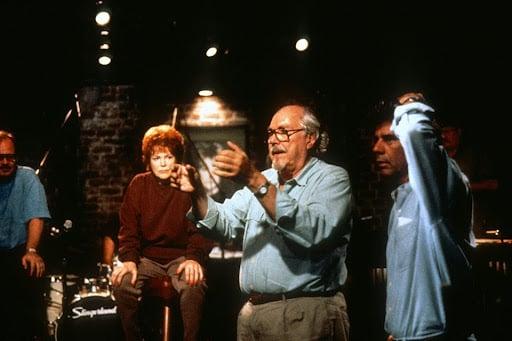 Director Robert Altman, who preferred screening dailies in a social environment.